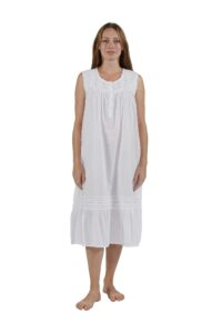 Embroidred Scoop Neck Sleeveless Gown